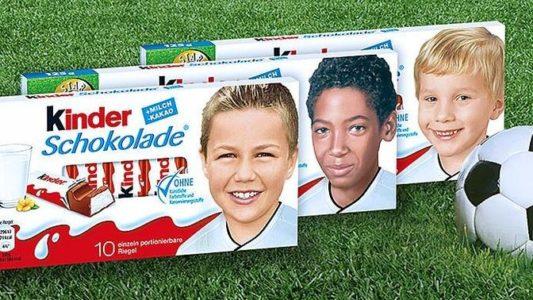 """""""kinder Schokolade""""-Packung mit Kinderfotos der Fußball-Nationalmannschaft 2016"""