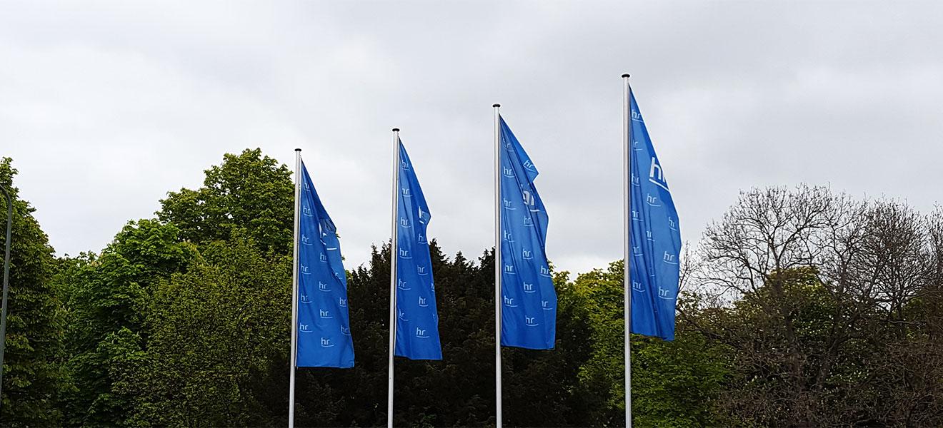 Flaggen des Hessischen Rundfunks in Frankfurt am Main